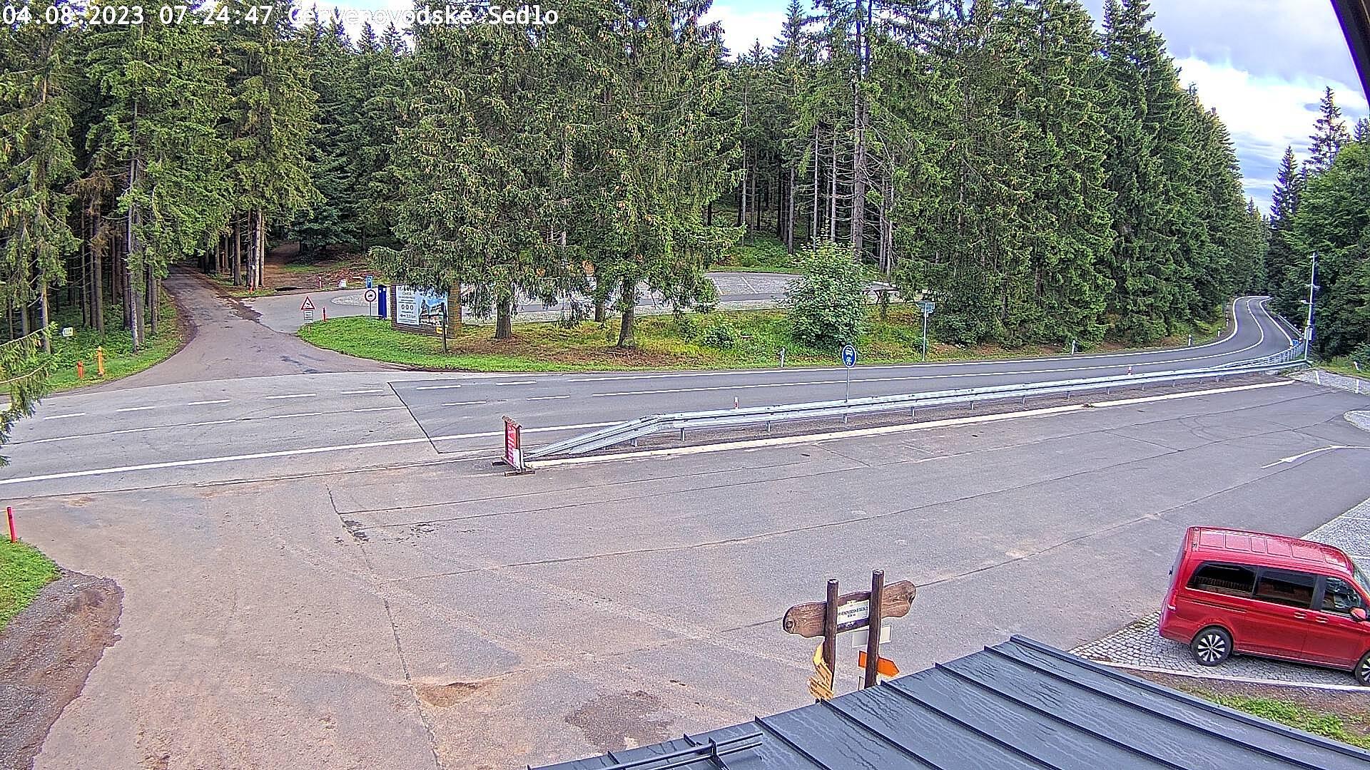 Webová kamera Červenovodské sedlo - parkoviště, odbočka na Suchý Vrch